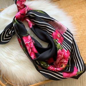 Accessories - 3/$25 Pretty floral print square scarf